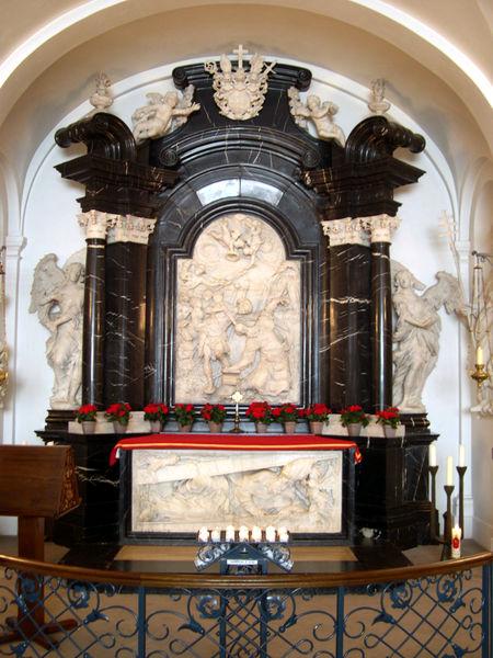 Bonifasius se grafkelder onder die grootaltaar in die katedraal van Fulda, Duitsland