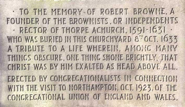 Die gedenksteen van die standbeeld van Robert Browne op die kerkterrein van St Giles, Northampton. Browne, Robert.